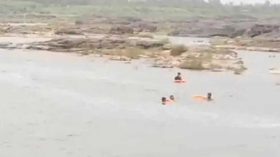 મજા માતમમાં ફેરવાઈ : સુરતના બારડોલીમાં તાપી નદીમાં ન્હાવા પડેલા મિત્રો પૈકી બે તણાયા, એક લાપતા