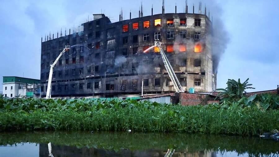 બાંગ્લાદેશની રાજધાની ઢાકામાં ઘટેલી આ દુર્ઘટનામાં 52 લોકોએ જીવ ગુમાવ્યા, અનેક ઘાયલ