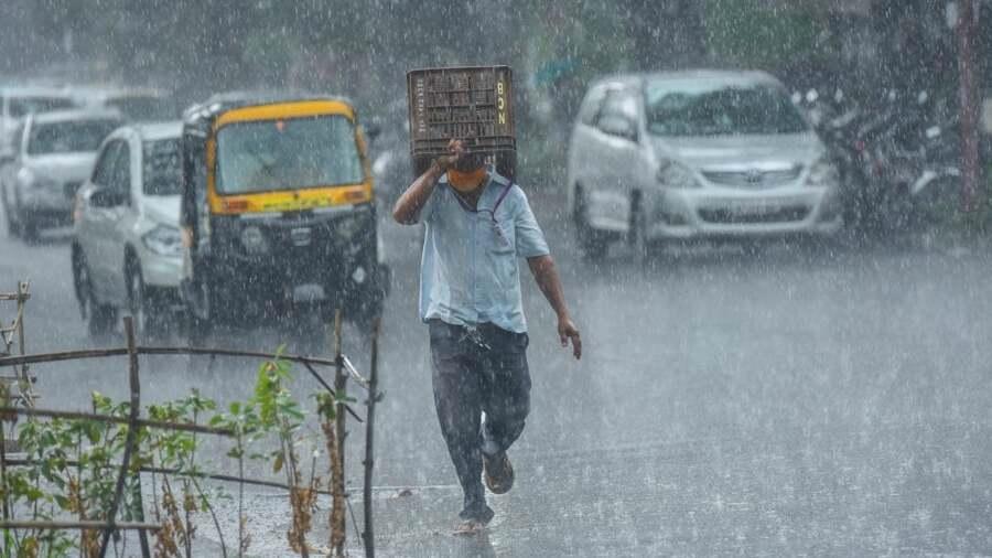 ગુજરાતના આ વિસ્તારોમાં આગામી પાંચ દિવસોમાં ભારેથી અતિભારે વરસાદની હવામાન વિભાગની આગાહી