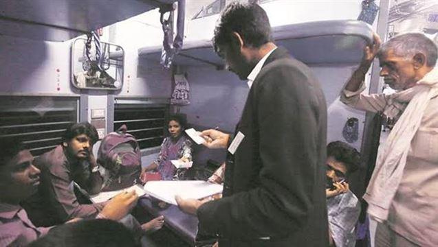 ટ્રેનમાં વગર ટિકિટે સફર કરતો શખ્સ બની ગયો ટિકિટ ચેકર, આ રીતે ફૂટ્યો ભાંડો