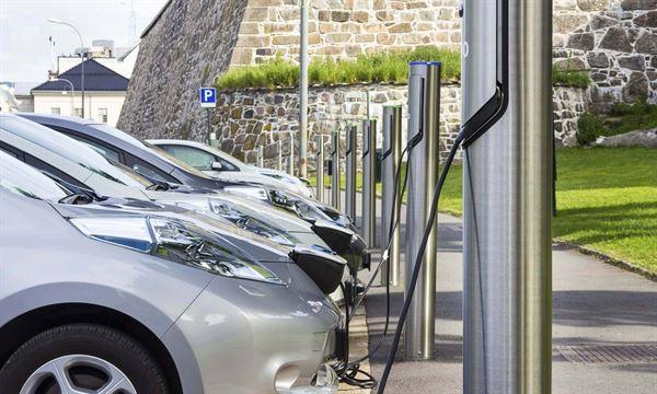 પેટ્રોલ અને ડીઝલનાં ભાવ ભૂલી જાઓ! તમારી જૂની કારને બનાવો Electric Car