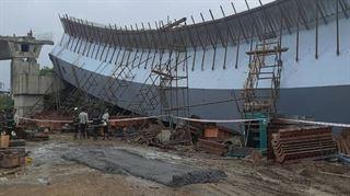 મુંબઈ : બાંદ્રા-કુર્લા કોમ્પલેક્સ વિસ્તરમાં ફ્લાયઓવર ભાંગી પડ્યો! ૧૩ મજૂરો ઘાયલ બીજા નીચે દટાયા