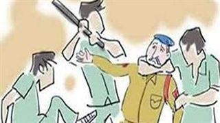 અમદાવાદ : આરોપીને પકડવા ગયેલા પોલીસકર્મી ઉપર જ હુમલો! : ઘરમાં બંધ કરી ઢોર માર માર્યો