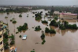 ભારે વરસાદને કારણે નદી ઓવરફ્લો થઇ જતા મહારાષ્ટ્રનું આ શહેર બેટમાં ફેરવાયું, હજારો લોકો ફસાયા