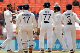 ઇંગ્લેન્ડ સામે ટેસ્ટ સિરીઝ પહેલા ટીમ ઇન્ડિયાની ચિંતા વધી, બે ખેલાડીઓ કોરોનાથી સંક્રમિત